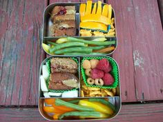 Sunbutter and jam sandwiches on zucchini bread Peppers and green beans Bunny crackers Oranges or berries Cheese cubes Packed in LunchBots Trios