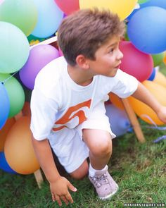 Kids shimmy under a table hidden inside a ground-hugging cloud of balloons. Dangling from yarn taped to all sides of the table, the balloons wobble and bump as kids pass through. To make this obstacle, use a hand pump to fill enough balloons to completel Summer Parties, Summer Fun, Summer Games, Martha Stewart, Obstacle Course Games, Obstacle Courses, Boy Birthday, Birthday Parties, Birthday Ideas