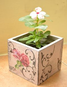 For tissue box Diy Craft Projects, Diy And Crafts, Crafts For Kids, Decoupage Wood, Pallet Art, Wooden Art, Design Crafts, Craft Fairs, Flower Pots