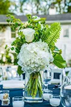 Marriage+Merriment :: Lindsey+Alex Cedarwood Outdoor Cathedral ceremony and comfortable, open-air garden celebration with a modern minimalist design for this destination wedding from Indianapolis. White Flower Centerpieces, Wedding Table Centerpieces, Table Flowers, Wedding Decorations, Centrepieces, White Floral Arrangements, Hydrangea Arrangements, Centerpiece Ideas, Wedding Inspiration