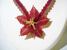 Valentijn geschenk ketting met handgemaakte bloem in door Seadbeady
