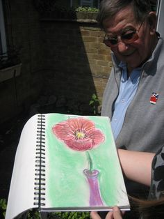 A veteran from Nottinghamshire is painting again with the help of equipment donated by a charity. Blind Artist, Uk News, Arts And Crafts Projects, S Pic, Pastels, Bbc, Charity, The Help