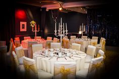 In our intimate lounge, our organisers put together a striking yet sophisticated colour scheme...