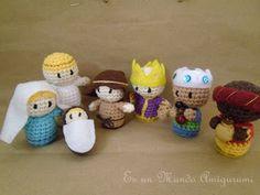 Nativity scene amigurumi patterns in spanish, but can be easily translated. Es un Mundo Amigurumi: tutorial. Crochet Diy, Love Crochet, Crochet Crafts, Crochet Dolls, Crochet Projects, Diy Nativity, Christmas Nativity, Noel Christmas, Christmas Crafts