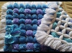 POM POM BLANKET - How to do two diffrent color poms - Pattern 2 - YouTube