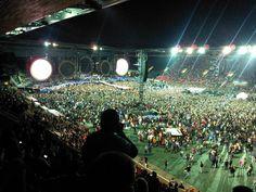 On dirait que la France adore Coldplay et que Coldplay adore la France.  #Concert #StadeDeFrance #Coldplay  http://p-wearcompany.com/musique/actu/trois-dates/