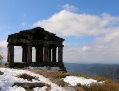Temple du Donon.  Balade alsacienne qui donne sur un magnifique point de vue à 360•