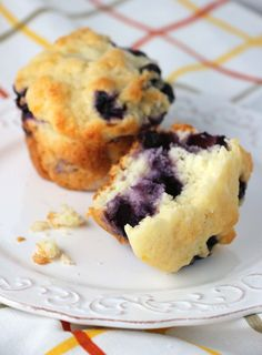 Whopper Lemon Blueberry Muffins are extra-big so they last all the way through your jumbo mug of coffee or tea. Lemon Blueberry Muffins, Blueberry Recipes, Blue Berry Muffins, Muffin Recipes, Cupcake Recipes, Diet Recipes, Vegetarian Recipes, Jumbo Muffins, Muffin Bread