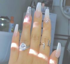 Semi-permanent varnish, false nails, patches: which manicure to choose? - My Nails Glam Nails, Dope Nails, Pink Nails, Glitter Nails, Cute Acrylic Nail Designs, Best Acrylic Nails, Gorgeous Nails, Pretty Nails, Hair And Nails