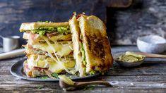 Toast: Ostesmørbrød med to typer ost, spekeskinke og avokado Brie, Food Inspiration, Mozzarella, Sandwiches, Recipies, Toast, Food And Drink, Appetizers, Cooking Recipes