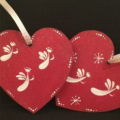 Our angel design has been used to decorate these hanging hearts for the #Christmas tree. Ellen has chosen to paint them on red DecoArt chalky finish paint for a festive look. Our kits are available from www.folkit.co