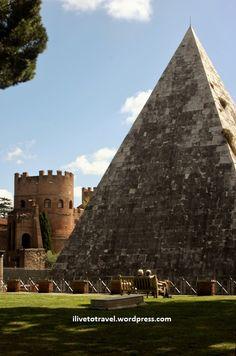 La Pirámide de Cestius, Roma Italia.