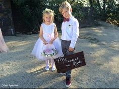 Easy DIY Wedding Signs by FrugElegance