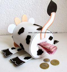 Manualidades con latas recicladas-Vaquita : cositasconmesh Kids Crafts, Tin Can Crafts, Diy And Crafts, Paper Crafts, Arts And Crafts, Mason Jar Crafts, Bottle Crafts, Diy Phone Bag, Homemade Piggy Banks