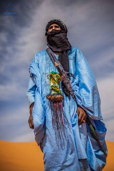 Tuareg man from Libya: The Tuareg are a Berber people with a traditionally nomadic pastoralist lifestyle. They are the principal inhabitants of the Saharan interior of North Africa. We Are The World, People Around The World, Tuareg People, Desert Sahara, Berber, Orange Aesthetic, Arabian Nights, African Culture, Image Hd