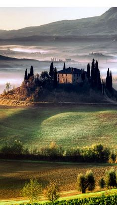 Everybody wants to visit the Toscana, Italy. The Tuscany boasts a proud heritage. Etruscans, Romans, the Middle Ages. left a striking legacy in every aspect of life. Dream Vacations, Vacation Spots, Italy Vacation, Places To Travel, Places To See, Wonderful Places, Beautiful Places, Tuscany Landscape, Tuscany Italy
