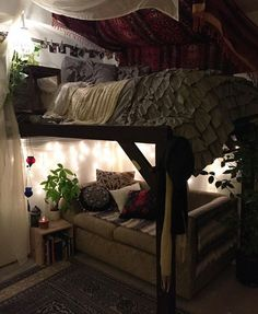 High schooled young lady alluring room for a really tiny place. The roof top wit. top High schooled young lady alluring room for a really tiny place. The roof top wit. Dream Rooms, Dream Bedroom, Casa Hipster, Aesthetic Rooms, Retro Home Decor, Diy Home Decor Easy, Unique Home Decor, Deco Design, My New Room