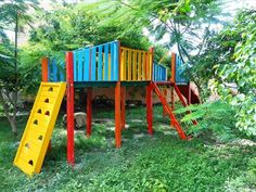 DIY Kids Fun Land - Pallet Playhouse | 99 Pallets