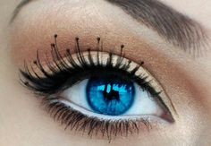 these eyes look like Underworld style, pretty!
