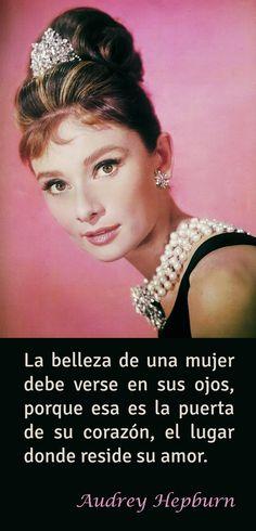 Frase sobre el amor de Audrey Hepburn Audrey Hepburn, Marie Curie, Tiffany And Co, Famous Women, Strong Women, Laughter, Glamour, Mood, Feelings
