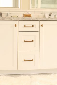 WHITE + GOLD: HOW TO MIX METALS - a very useful article on mixing metal finishes.