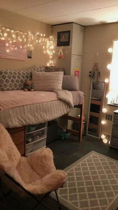Dorm Room Ideas For Girls College Freshman Year College.Hood College Freshman Dorm In 2019 College Bedroom Decor . College Students Transformed Their Dorm Room In 10 Hours . Home and Family Dorm Room Layouts, Dorm Room Designs, Bedroom Designs, College Bedroom Decor, College Room, Hood College, College Girls, Dorms Decor, College Bedrooms