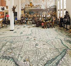 Kartta lattiassa.