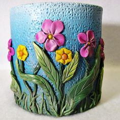 Pen or Pencil holder - Welcome Spring Pen Holder Diy Crafts Hacks, Diy Home Crafts, Bottle Art, Bottle Crafts, Clay Wall Art, Clay Art Projects, Diy Projects, Green To Blue, Vase Crafts