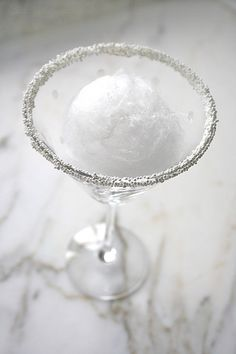 Snowball Martini A holiday-inspired cocktail. Whipped cream flavored vodka paire… Snowball Martini A holiday-inspired cocktail. Whipped cream flavored vodka paired with lemon juice makes this drink a perfect combo of sweet and tart! – Cocktails and Pretty Party Drinks, Fun Drinks, Yummy Drinks, Alcoholic Drinks, Beverages, Cocktail Parties, Tequila Rose, Cocktail Gin, Signature Cocktail