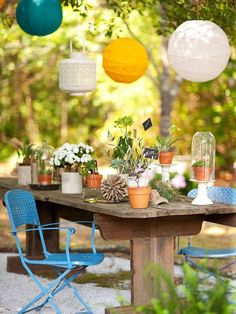 String paper lanterns around an outdoor patio table for Summer get-togethers and cookouts Outdoor Seating, Outdoor Rooms, Outdoor Dining, Outdoor Gardens, Outdoor Decor, Outdoor Chairs, Deco Table, A Table, Rustic Table