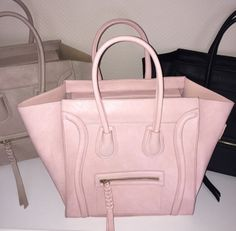 Find images and videos about girl, pink and black on We Heart It - the app to get lost in what you love. Chanel Handbags, Purses And Handbags, Celine Bag, Fancy, Cute Bags, Beautiful Bags, Clutch Wallet, My Bags, Bag Accessories