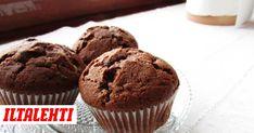 Amerikkalaiset suklaamuffinssit hurmaavat mehevyydellään ja suklaisuudellaan. Muffinssien salaisuus on taikinaan sekoitetuissa suklaahipuissa. Good Food, Yummy Food, Awesome Food, Sweet Bakery, Foods With Gluten, 20 Min, Something Sweet, Dessert Recipes, Desserts