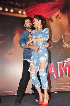 Deepika Padukone, Ranbir Kapoor at Tamasha promotions in Mumbai on 18th Nov 2015 - Deepika Padukone, Ranbir Kapoor at Tamasha promotions