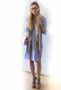 die EDELFABRIK | Fashionblog und Beautyblog | Kassel | Frankfurt | Hannover | Ü40 Blog: Hellblaues Pyjamakleid mit Wildleder Accessoires -...
