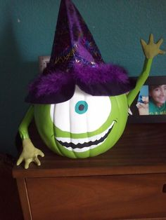 """Cute idea for a pumpkin decorating contest. a sign over the eye that says, """"Look! I'm a pumpkin! Holidays Halloween, Halloween Crafts, Happy Halloween, Halloween Decorations, Halloween Costumes, Pumpkin Decorations, Halloween Porch, Outdoor Halloween, Halloween Ideas"""