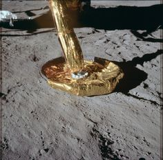 Eagle's footpad on the Moon. Close up of the circular lunar module foot pad. Apollo Space Program, Nasa Space Program, Nasa Missions, Apollo Missions, Moon Landing Conspiracy, Apollo 11 Mission, Moon Surface, Sharp Photo, Air And Space Museum