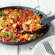 Paella z kurczakiem i chorizo | Kwestia Smaku