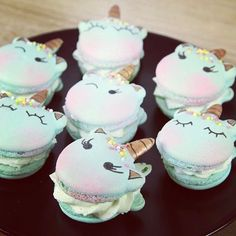 these adorable. Perfect for your unicorn party. - Aren't these adorable. Perfect for your unicorn party.Aren't these adorable. Perfect for your unicorn party. Köstliche Desserts, Delicious Desserts, Yummy Food, Food Deserts, Dessert Food, Sweet Desserts, Plated Desserts, Unicorn Macaroon, Unicorn Ice Cream