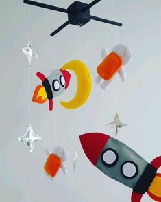 Baby Crib Mobile, Baby Cribs, Art Games For Kids, Felt Mobile, Baby Makes, Nursery Inspiration, Baby Room Decor, Kids And Parenting, Mobiles