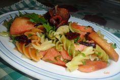 Ensalada de pasta tricolor con ciruelas Ver receta: http://www.mis-recetas.org/recetas/show/38607-ensalada-de-pasta-tricolor-con-ciruelas