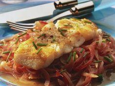 Gebratener Dorsch auf Zwiebeln ist ein Rezept mit frischen Zutaten aus der Kategorie Meerwasserfisch. Probieren Sie dieses und weitere Rezepte von EAT SMARTER!