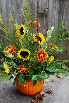 Fall floral arrangement in a pumpkin Pots D'argile, Buffet Design, Fall Flower Arrangements, Pumpkin Arrangements, Autumn Decorating, Pumpkin Decorating, Decoration Table, Fall Flowers, Fall Wreaths