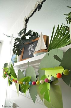 Jungle Leaf Party Garland and free leaf templates jungle party Jungle Paper Leaf Party Garland. Celebrate the new The Wild Life movie with this easy party garland. Moana Birthday Party, Moana Party, 4th Birthday Parties, Birthday Party Decorations, 2nd Birthday, Birthday Ideas, Kids Party Themes, Party Activities, Party Ideas