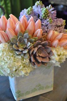 Adorable and Cheap Easy DIY Tulip Arrangement ideas no 04 Tulpen Arrangements, Wedding Arrangements, Floral Arrangements, Flower Arrangement, Love Flowers, Spring Flowers, Beautiful Flowers, Wedding Flowers, Orange Flowers