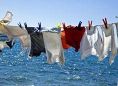 Il bucato in lavatrice con l'acqua riciclata della doccia