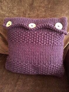 Free pattern from Ravelry for pillow cover