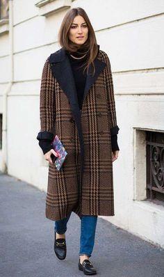 Look con mocassini Gucci - Cappotto lungo maschile con jeans e mocassini Gucci