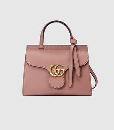 Kendall Jenner Got the Memo on the Year's Biggest Handbag Trend via @WhoWhatWear