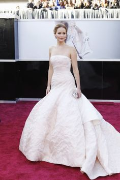 Jennifer Lawrence looks like Oscars royalty in this strapless, Dior Haute Couture gown, Red Carpet 2013,   Oscars 2013
