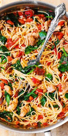 Huhn Spaghetti, Spaghetti Spinach, Spaghetti Squash, Vegetarian Spaghetti, Spinach Pasta, Spaghetti With Chicken, Pasta Recipes With Spaghetti Noodles, Mexican Spaghetti, Chicken Spaghetti Casserole